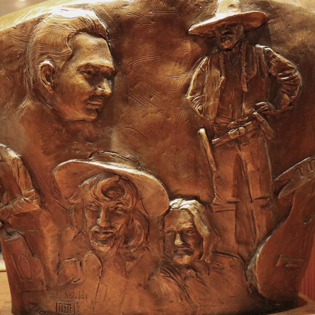 Photo of Willie Nelson sculpture