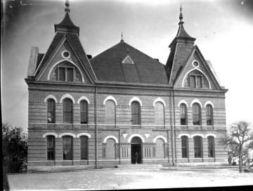 Front of Old Main in 1903
